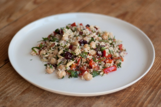 Bulgur salad with almonds and grilled capsicum