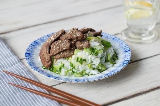 Super Sesame Sizzling Korean Beef ›› http://bit.ly/1CfmdiW