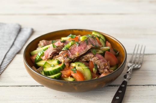 Thai Beef Salad ›› http://bit.ly/1Cl0Xc8