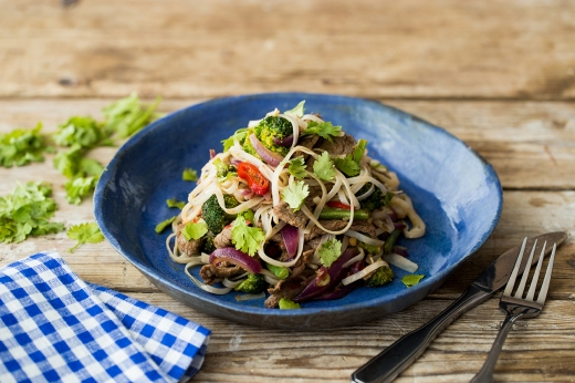 Chilli Lime Beef with Rice Stick Noodles ›› http://bit.ly/1Hech7X
