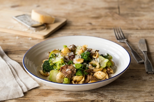 Herbed Pork & Broccoli Conchiglie ›› http://bit.ly/1OSaIEN