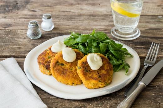 Salmon and Sweet Potato Patties ›› http://bit.ly/1Q8Isy4